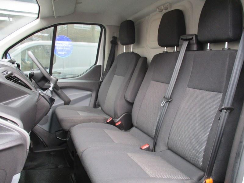 Ford Transit Custom Base 2.2TDCi 270 L1H1 Short Wheelbase Low Roof Panel Van 100PS
